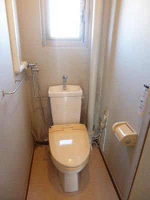 トイレにも窓があります。