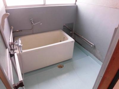 洗濯機置き場も兼ねてます。