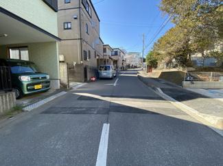 前面道路は7.5mの公道です。