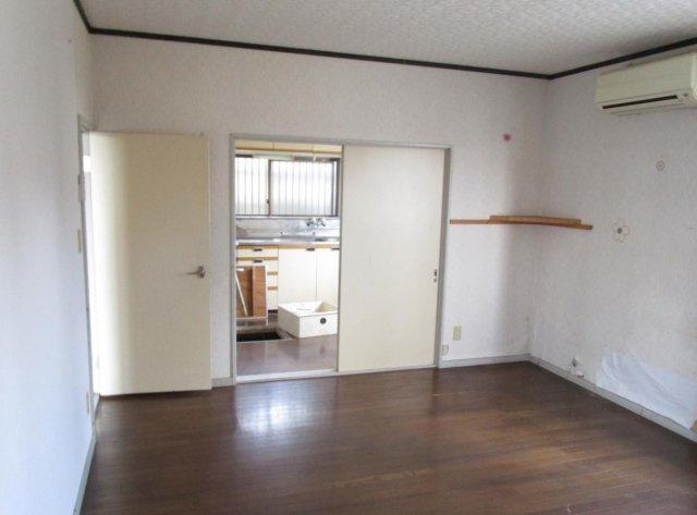 東側洋室はキッチンとつなげてLDKに変更予定!