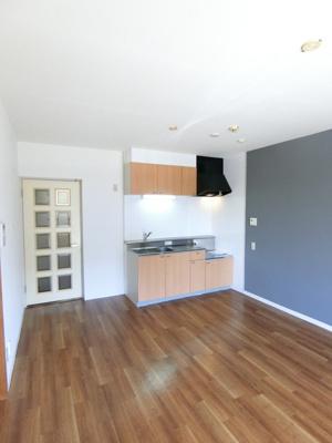 ガスコンロ設置可能のキッチンです☆場所を取るお鍋やお皿もすっきり収納できてお料理がはかどります!