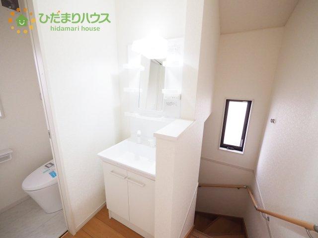 2階にも洗面台があるので、身支度に困ることはありませんね!