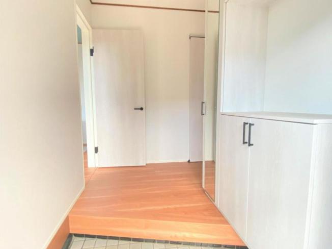 玄関からダイニングに抜ける、明るい印象をうける廊下(*^^*)