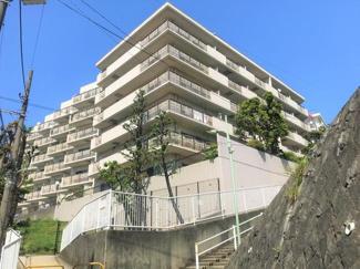 高台の立地で多摩川を望む開放的なロケーション