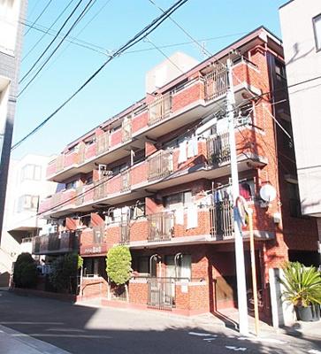 総戸数31戸、鉄筋コンクリート造4階建のマンションです。