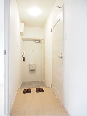 シューズインクローク付きの清潔感のある玄関です。