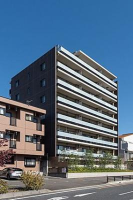 2016年築、総戸数28戸のスタイリッシュなマンションです。