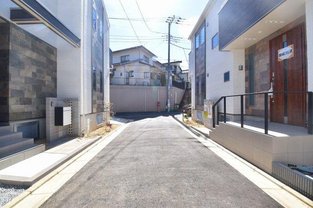 京王井の頭線「浜田山」駅徒歩13分! 小・中学校やコンビニエンスストア、スーパーマーケット、病院など必要な施設が揃っています。