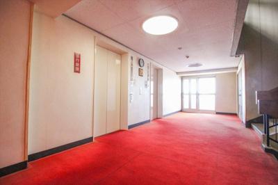 エレベーターホール。ホテルライクな内設計廊下です