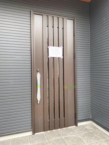 おしゃれなデザインの玄関ドアです♪