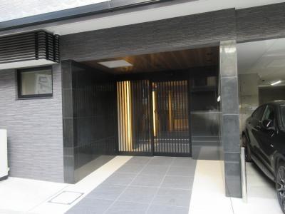 【エントランス】オーバルコート京都三条通