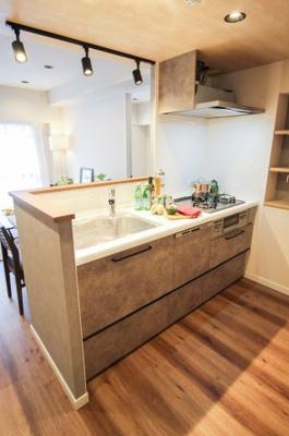 人気のオープンキッチンはあえて収納を設置せず広い空間を活かしています。
