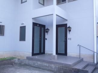 玄関2ヶ所ありますので2世帯、3世帯も可能です