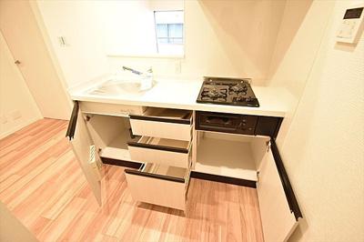 収納付きでキッチンスペースもすっきり。
