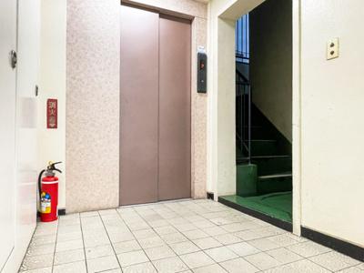 エレベーターございます。上階への上り下りも楽々です。