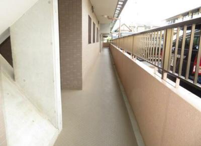 建物内の廊下部分。屋根があるので雨の日も安心☆