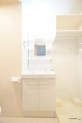 あると便利な独立洗面台です。