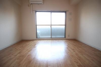 洋室7.5帖 落ち着きのあるお部屋です