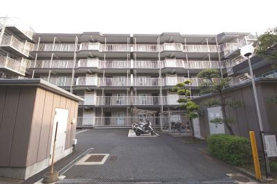 鉄筋コンクリート造の5階建、総戸数は121戸です。