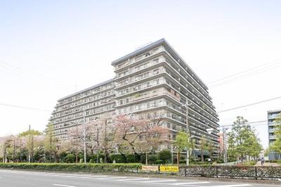 都営三田線「蓮根」駅より徒歩約4分にあります。