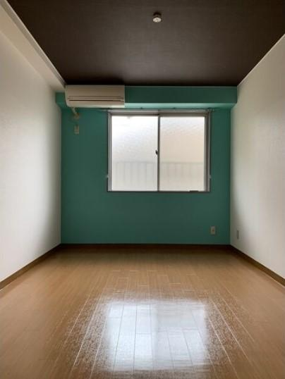 コンパクトで使いやすい洋室です