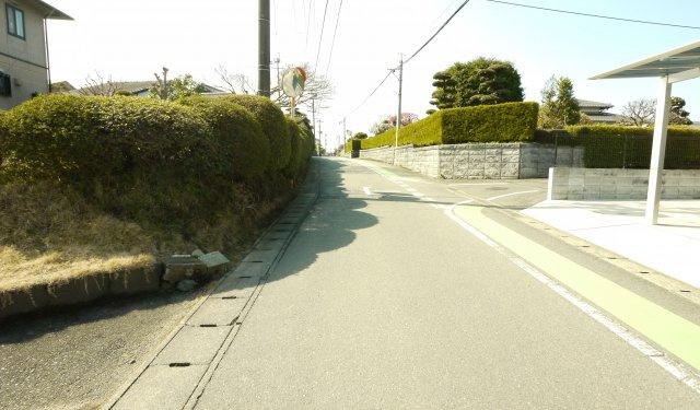【前面道路含む現地写真】東野小学校校区住宅用地