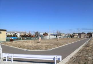 南側接道の区画全体写真です(南西より撮影)