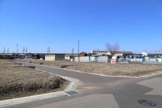 南側接道の区画全体写真です(南東より撮影)