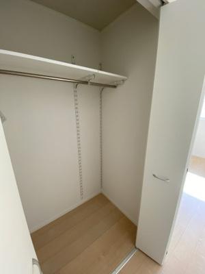 2F 洋室 ※同社施工例 洋室は各部屋にクローゼットが設けられており、収納が非常に充実しております