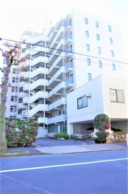 鉄筋鉄骨コンクリート造12階建て、総戸数74戸です。