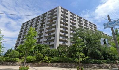 【現地写真】 総戸数257戸、鉄骨鉄筋コンクリート造の大型分譲マンションです♪