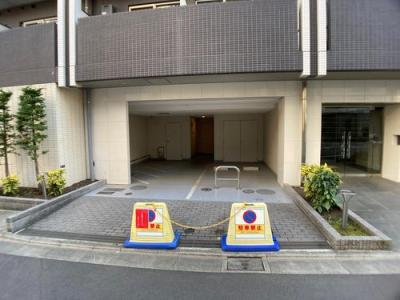 敷地内駐車場です。空き状況はお問い合わせください。