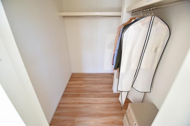 主寝室には大容量のウォークインクローゼットを設置しました。