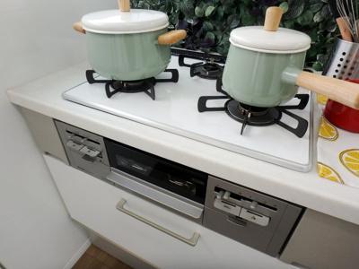3つ口コンロ付システムキッチン