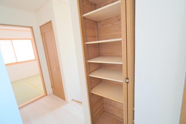 2階・階段上収納スペース