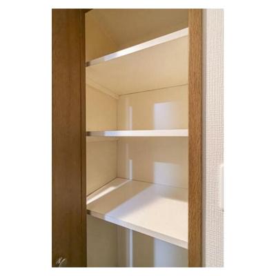 リビング収納や床下収納なども付いております。