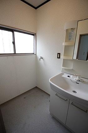 コンパクトで使いやすい洗面所~洗面化粧台・室内洗濯機置場・脱衣スペース有り