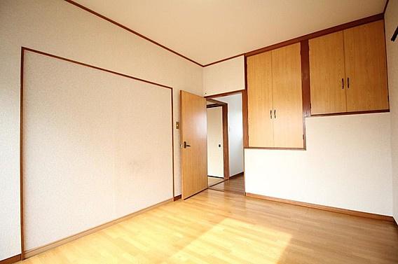 2階洋室6帖~収納スペース付き