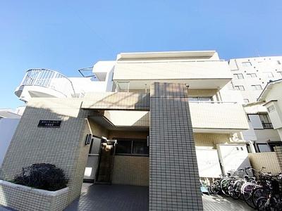 東急池上線「蓮沼」駅徒歩約3分と便利な立地のマンションです。