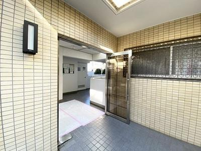 鉄筋コンクリート造3階建て、総戸数21戸です。