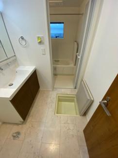 洗面台に床下収納もあるのでストッカーの方要チェックです!これで安心できますね♪