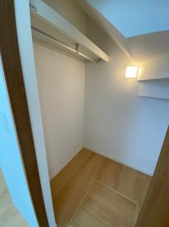 1F洋室7.5帖の写真です。床下収納もあり収納力抜群です。