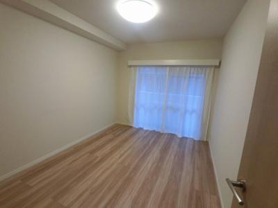 6.2帖の洋室です。 子供部屋やワークスペースとしても活用できます。