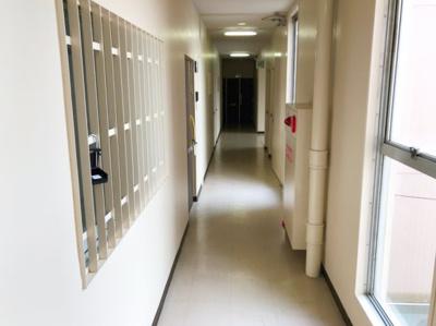 お部屋前の廊下です♪ふきっさらしではなく、屋内なので寒い日も安心です♪