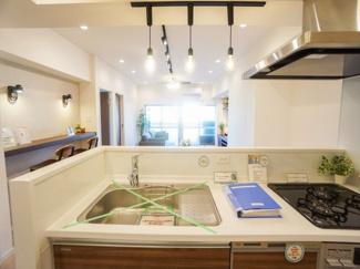キッチン水栓には浄水器付。