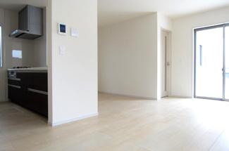【居間・リビング】国立市富士見台2丁目 全4棟 4号棟 仲介手数料無料