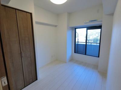 4.3帖の洋室です。 子供部屋やワークスペースとしても活用できます。