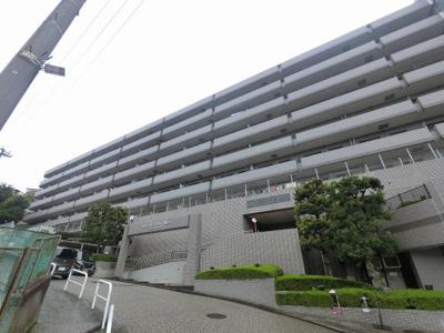 総戸数161戸、平成4年9月築、管理人は日勤勤務につき管理体制良好です♪