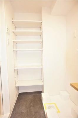 便利な洗面室の収納棚です。