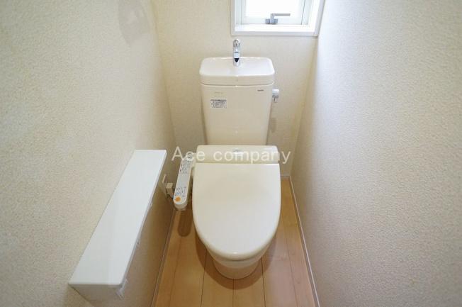 トイレは1階と2階の各階にあります♪共にシャワートイレです☆